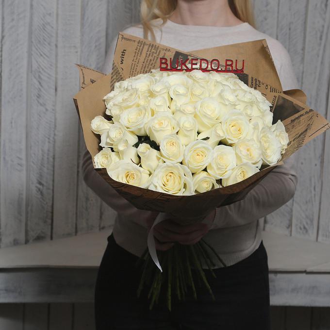 Белая лента — 1 шт., Упаковка Крафт-газета — 1 шт., Роза Кения (белый, 50 см) — 51 шт.