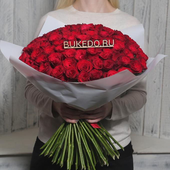 Красная лента — 1 шт., Упаковка Матовая пленка белая — 1 шт., Роза Кения (красный, 50 см) — 101 шт.