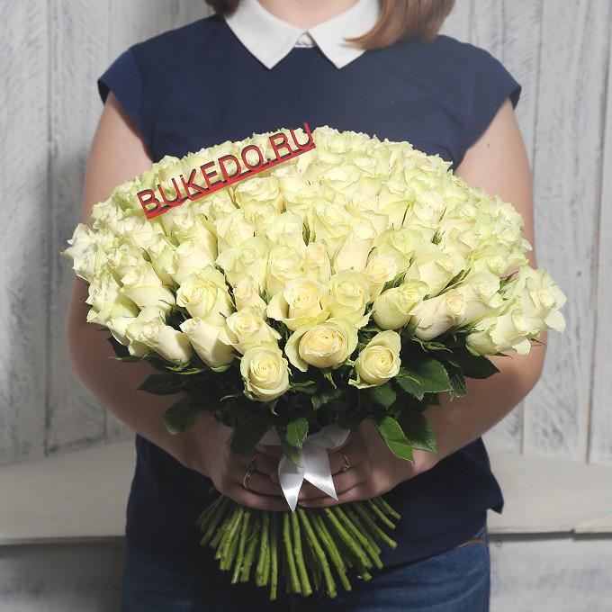 Белая лента — 1 шт., Роза Кения (белый, 40 см) — 101 шт.