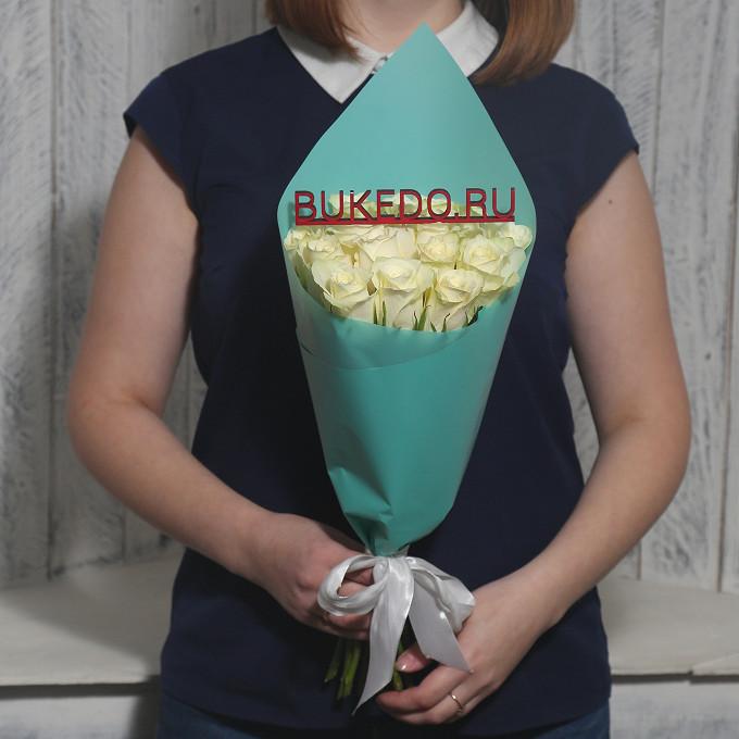 Белая лента — 1 шт., Упаковка Матовая пленка бирюзовая — 1 шт., Роза Кения (белый, 40 см) — 15 шт.
