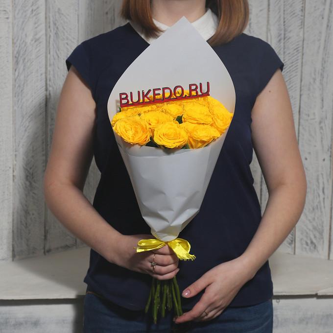 Желтая лента — 1 шт., Упаковка Матовая пленка белая — 1 шт., Роза Кения (желтый, 40 см) — 15 шт.