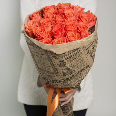 Упаковка Крафт-бумага — 1 шт., Лента атласная — 1 шт., Роза Кения (оранжевый, 50 см) — 21 шт.