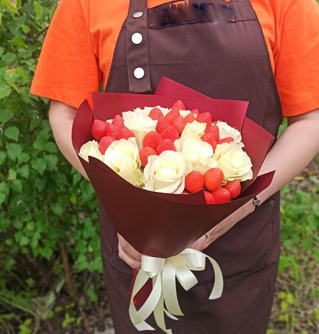 Букет розы+клубника