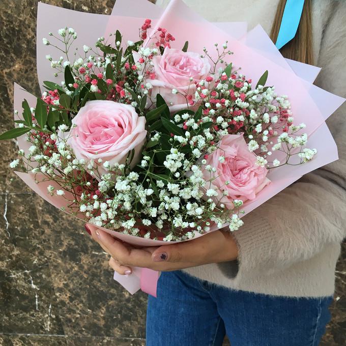 Букет с гипсофилой и розами
