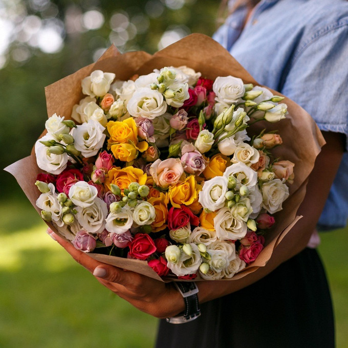 11 роз МИКС с эустомой