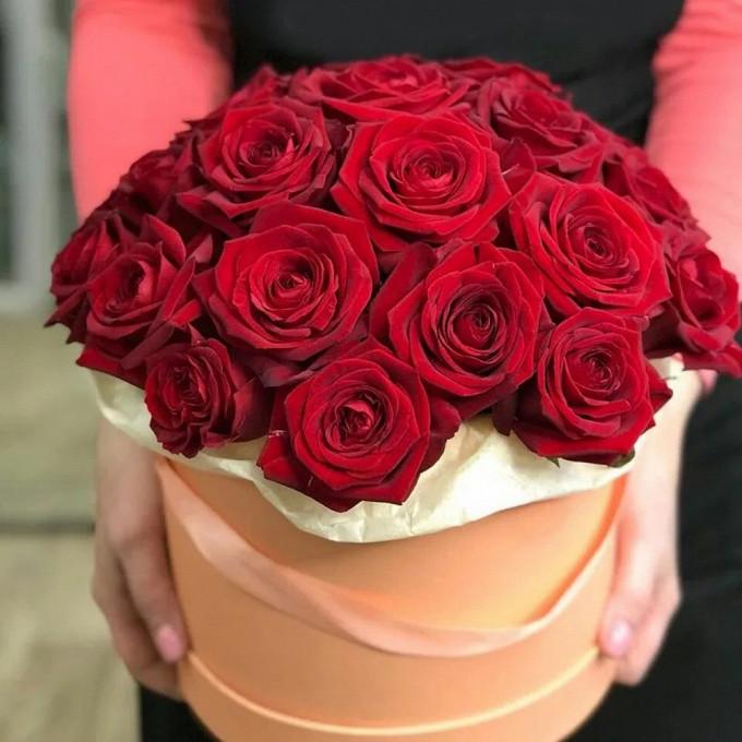 25 бордовых роз в коробке