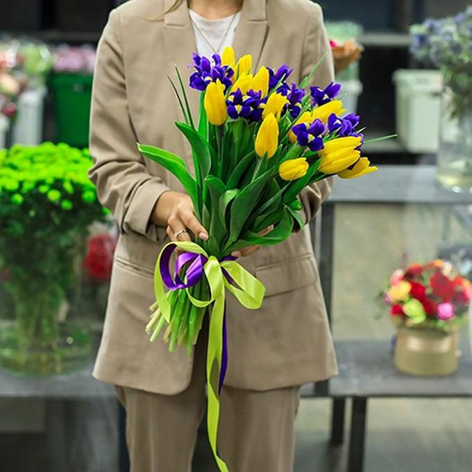 Ирисы в тюльпанах