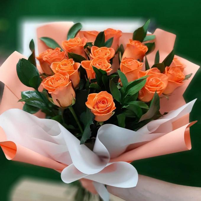 15 рыжих роз с рускусом