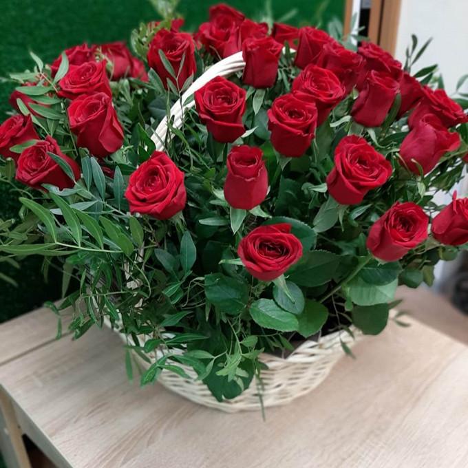 Корзина 51 бордовая роза