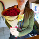 Букет из: роза (красный, 40 см) — 7 шт., упаковка крафт-бумага — 1 шт., лента атласная — 1 шт. - Красные розы в крафте - фото 3