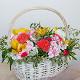 Букет из: фитоспорум — 5 шт., пиафлор — 2 шт., корзина (круг, большой) — 1 шт., орхидея цимбидиум 1 бутон (желтый) — 5 шт., роза пионовидная (персиковый) — 3 шт., гортензия (розовый) — 3 шт., альстромерия (белый) — 5 шт. - Корзина с орхидеями и пионовидными розами - фото 3