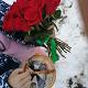 Букет из: красная лента — 1 шт., роза (красный, 40 см) — 25 шт. - 25 роз с красной лентой - фото 3